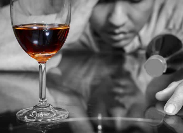 ALCOLISTA E ALCOLISMO. COME RICONOSCERE ED AIUTARE UN ALCOLISTA?